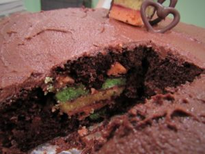 Read more about the article Hidden Design Cake: Chocolate Rainbow Cookie Heart