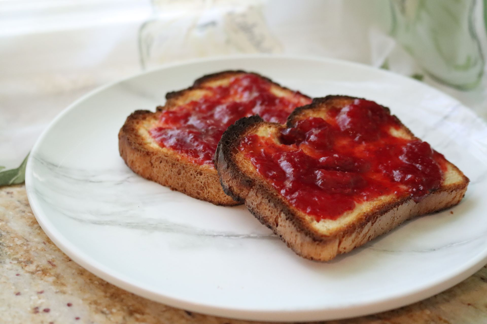 You are currently viewing Homemade Strawberry Jam–No Pectin Needed