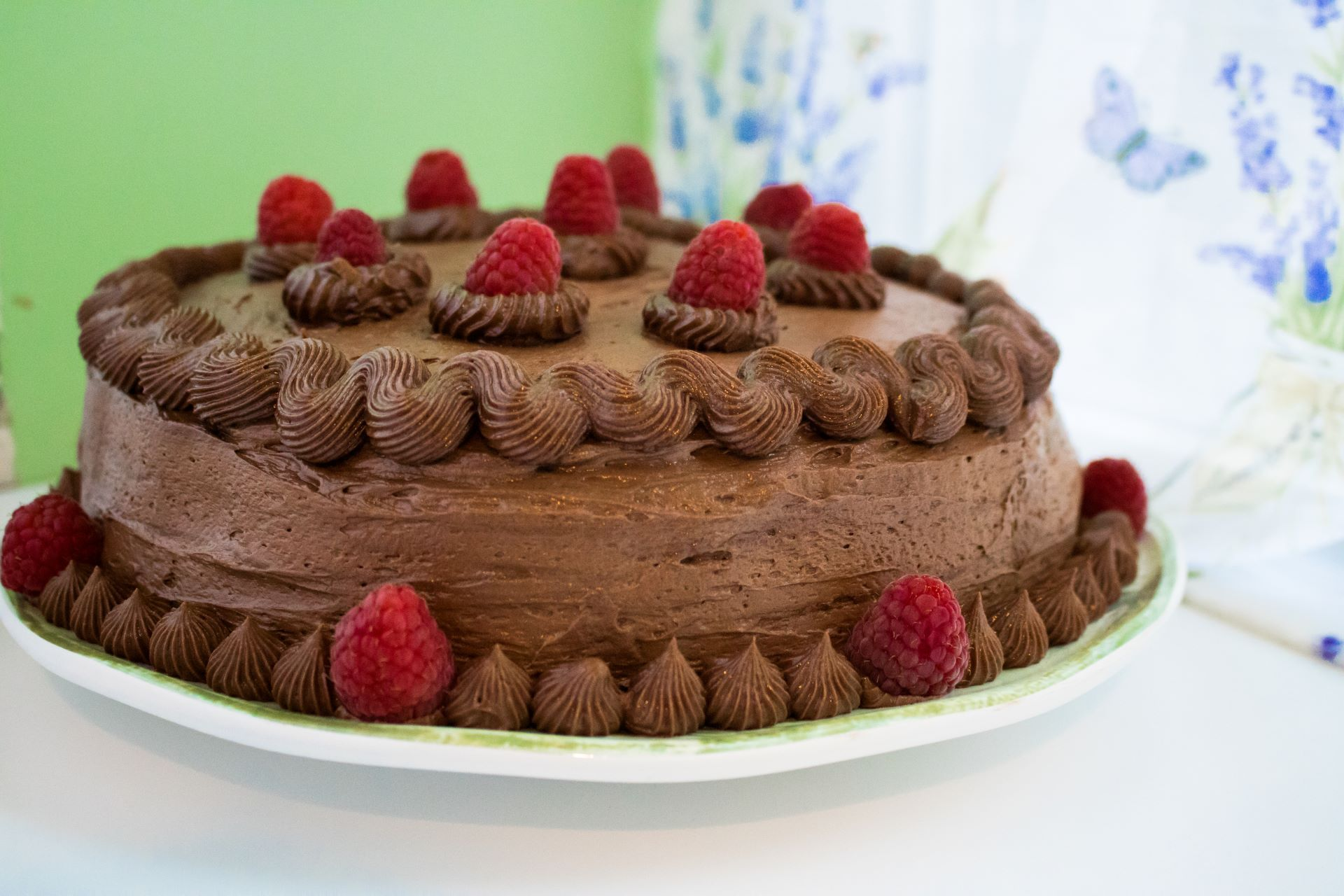 Read more about the article Chocolate Birthday Cake (Dairy Free with Gluten Free & Vegan Options!)