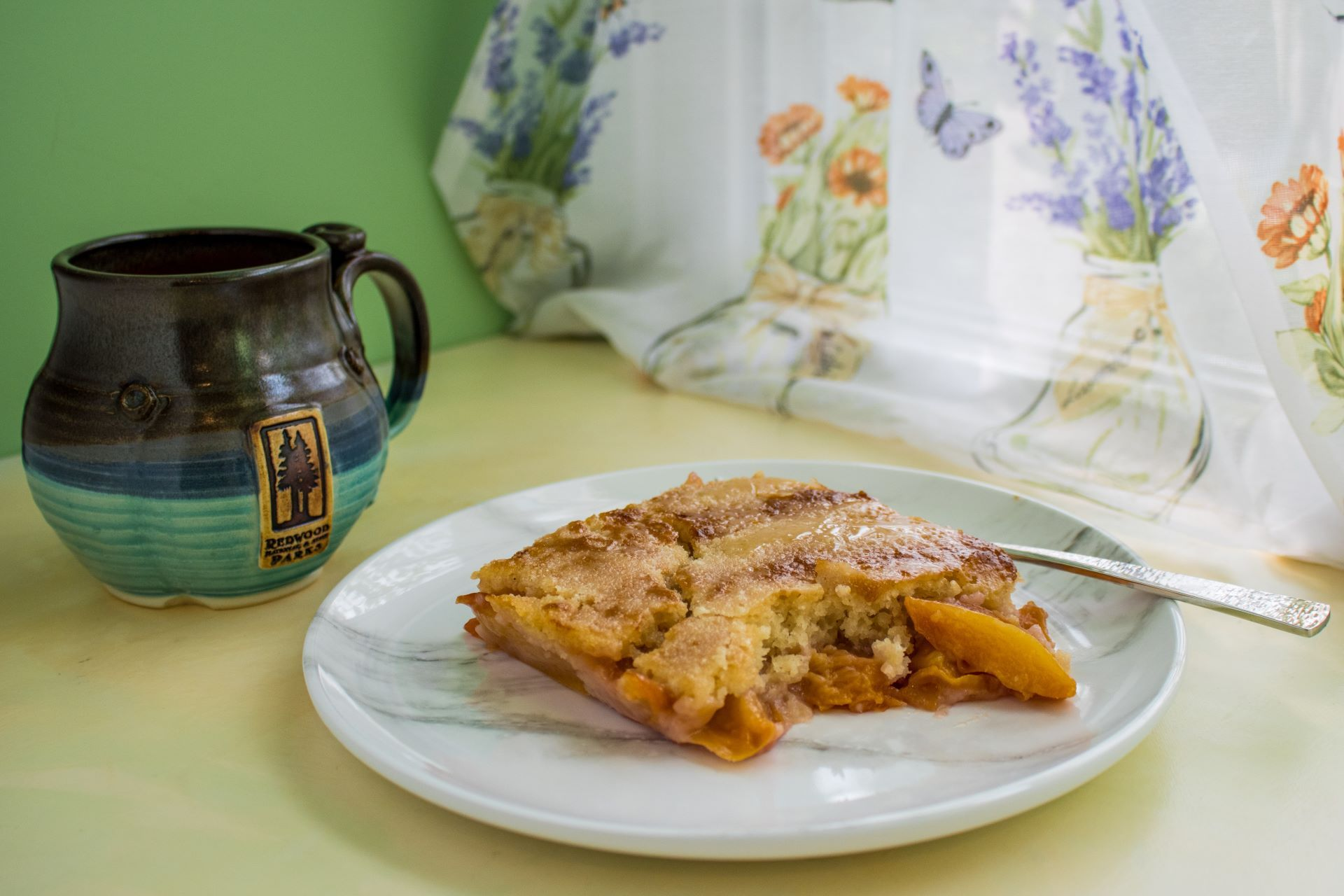 Read more about the article Easy Peach Cobbler (Vegan!)