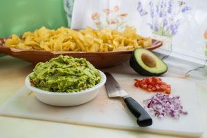 Read more about the article Easy Guacamole (Only 5 Ingredients!)