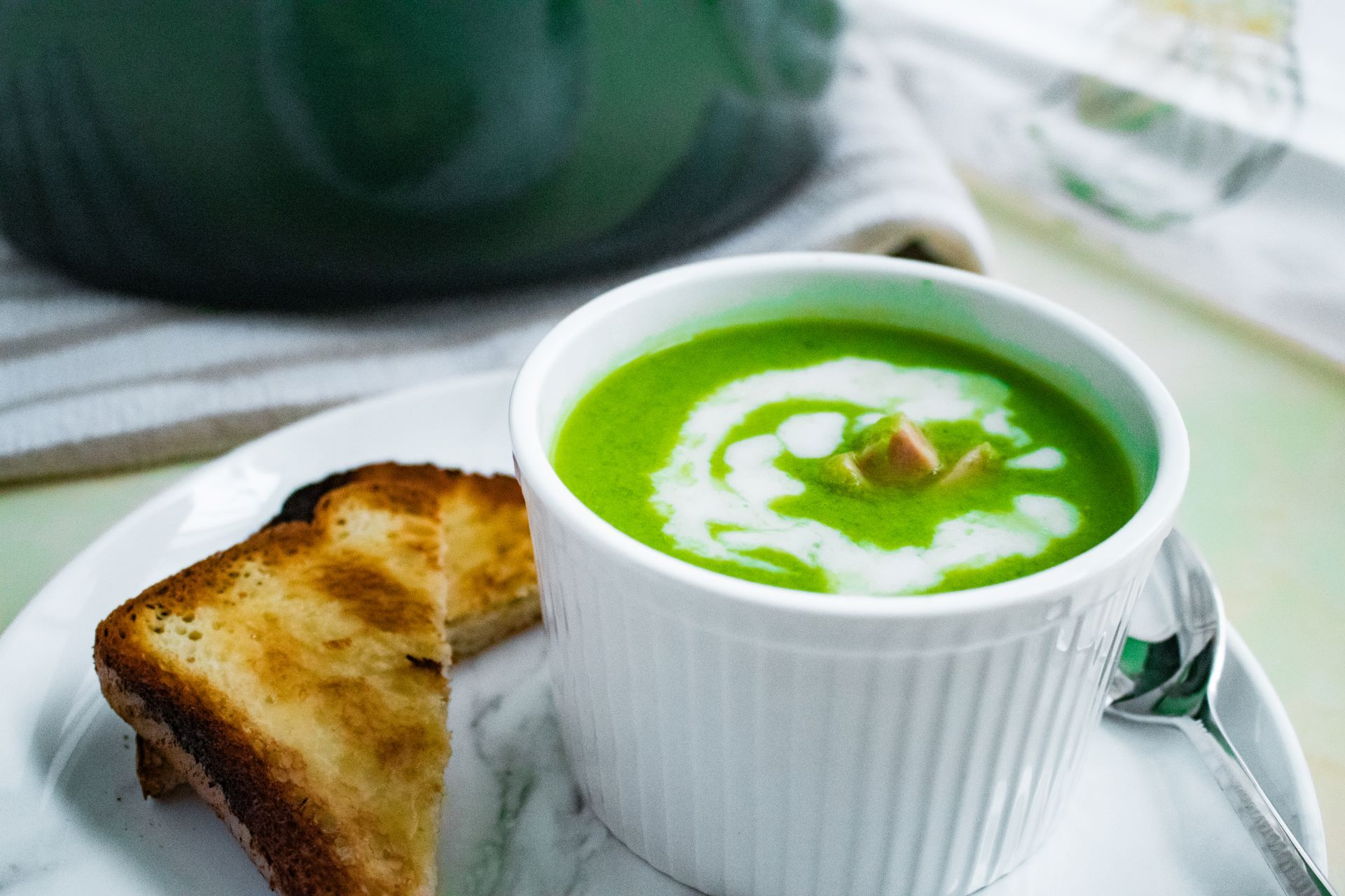 Read more about the article Easy Pea Soup With Gluten Free Garlic Bread